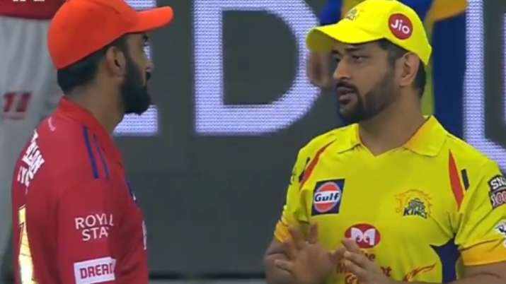 MS Dhoni gives Tips to KL Rahul After CSK-KXIP Clash: Watch Video